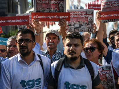 'Symbolic' trial of Turkey opposition daily staff to resume