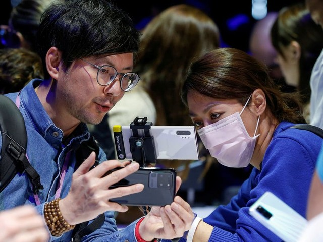 Apple's coronavirus warning that it won't sell enough iPhones is great news for Samsung