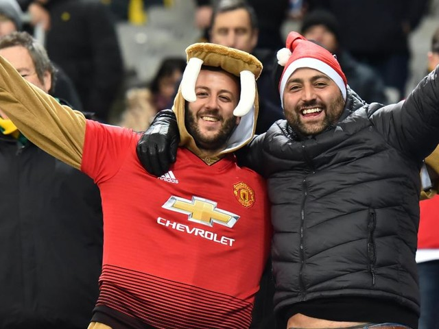 Man. United to offer refunds, season ticket delay to fans