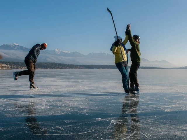 On a frozen mountain lake in B.C., a skating rink that goes onforever