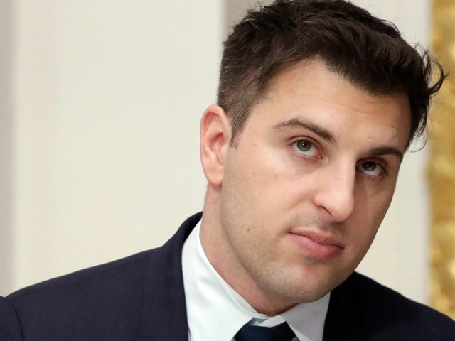 Some Airbnb investors reportedly want to oust CEO Brian Chesky, blaming him for spiraling costs and a 'hasty' move to give full refunds on coronavirus cancellations