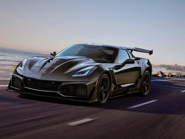 Two special Chevy Corvettes raise $2.325 million at Barrett-Jackson