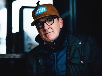 Lambchop announce extensive UK tour for August, share new Barry White inspired version of 'The Hustle'