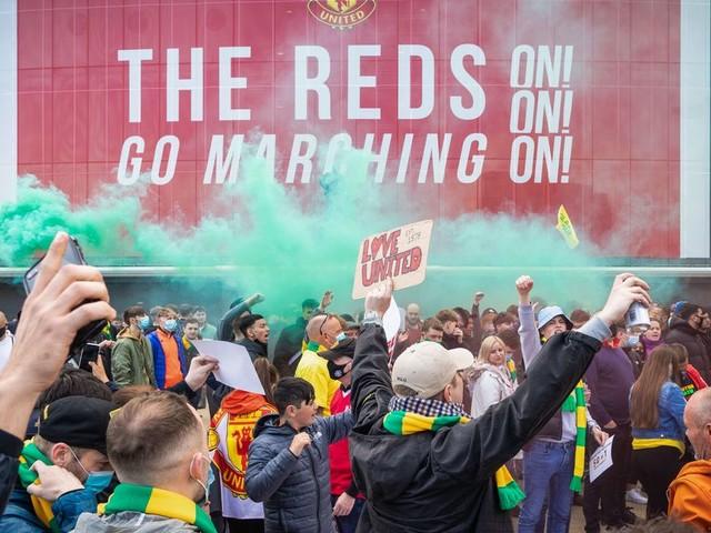 Arsene Wenger speaks out on Manchester United fans' anti-Glazer protests