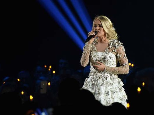 What Happened to Carrie Underwood: How Did She Get Badly Injured?