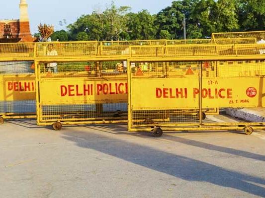 No Pollution Certificate. Delhi Sub-Divisional Magistrate's Car Fined