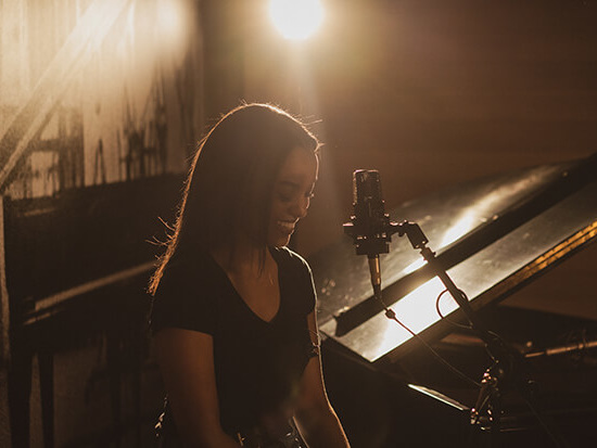 """Premiere: Ruth B. Belts Out """"Don't Disappoint Me"""" In Live Video"""