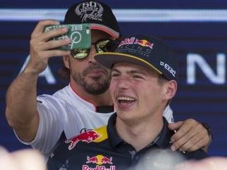 Lewis Hamilton Jokes About Fernando Alonso Partnering Max Verstappen