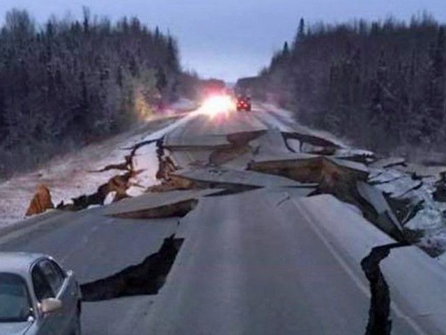A massive earthquake just hit Anchorage. Here's what it looked like for people on the ground.