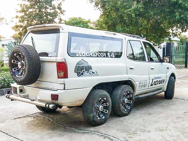 Tata Safari owner modifies his SUV into a 6 wheeler, 10 seater