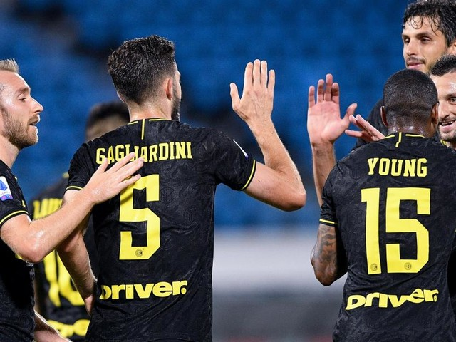Four-goal Inter move within six points of Juve