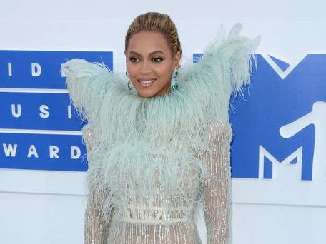 Beyonce's disgraced ex-manager to testify in Blue Ivy trademark case