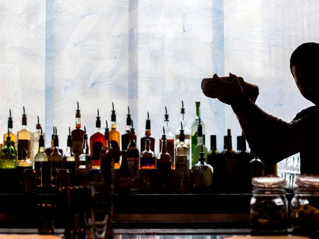How to Get and Keep a Bartender's Attention