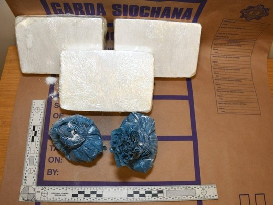 Man chased by gardaí and €130,000 in cocaine seized in Co Wicklow