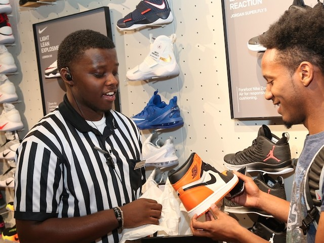 Foot Locker jumps 23% after saying it expects to report a surprise profit in the 2nd quarter (FL)