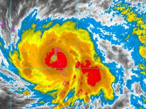 Hurricane Maria lashes at Dominica