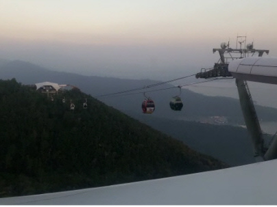 (Video) Hundreds of tourists stranded mid-air in cable cars over Langkawi