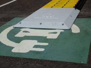 'Ground-breaking': Wireless charging e-vans hit the road in Edinburgh