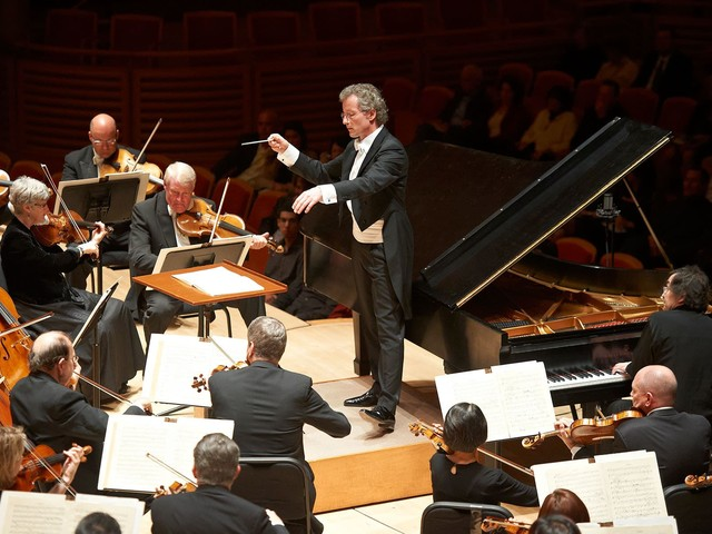 Franz Welser-Möst has a go at the 'blender' conductors
