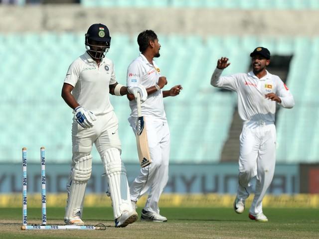 Sri Lanka take four in first session, India lead crosses 125
