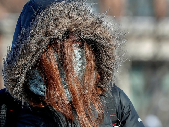 This is what Midwesterners actually do to stay warm in below-freezing temperatures.