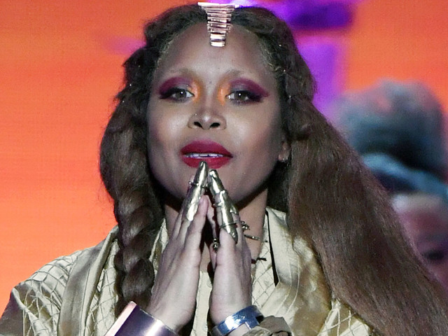 Erykah Badu Says She's 'Putting Up A Prayer' For R. Kelly. Twitter Erupts.