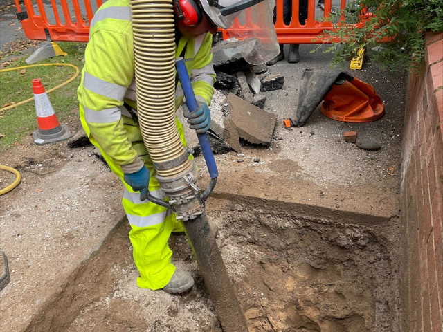 Openreach Trial Air Wand to Boost UK FTTP Broadband Rollout