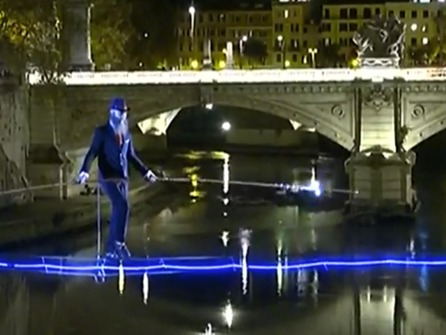 Tightrope walker crosses Rome's Tiber River as cool as a cucumber