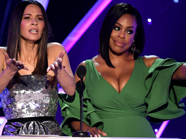 Niecy Nash Calls Dibs on Announcing Sterling K. Brown for Best Actor ''Cause He's Black'