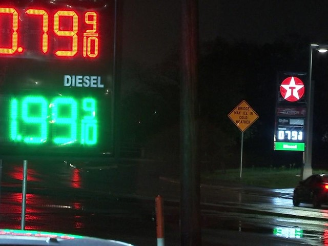 Gas price war erupts on Houston's south side