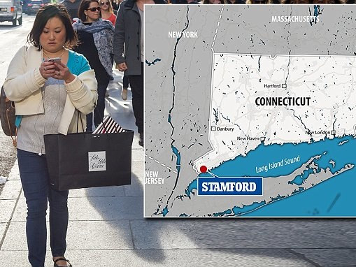 Connecticut town plan $30 fine for 'distracted walking'