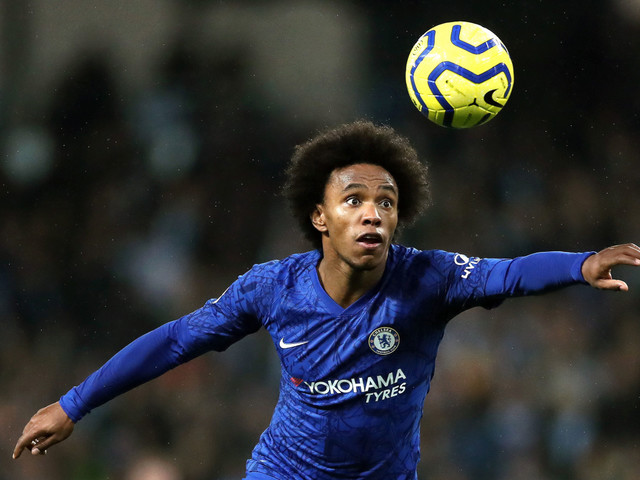 Willian in talks to sign long-term Chelsea deal despite interest from Arsenal and Man Utd over free transfer
