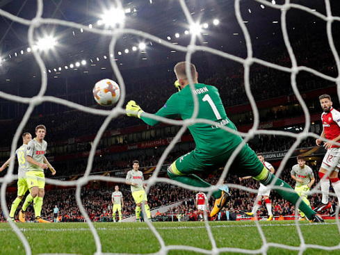 Arsenal win delayed Europa League clash as Everton humbled