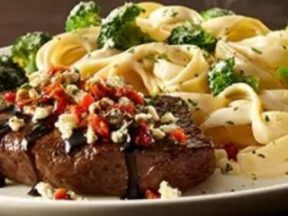 Alfredo-Crusted Sirloin Steaks - Olive Garden Now Offers a Parmesan Alfredo Crusted Sirloin Steak (TrendHunter.com)