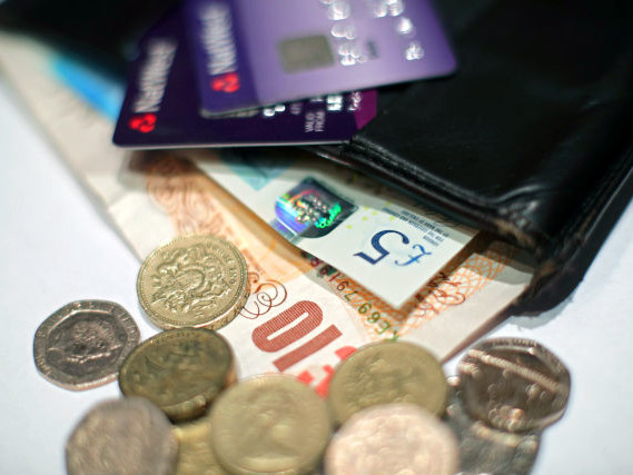 Shops will stop accepting old round pounds after this weekend