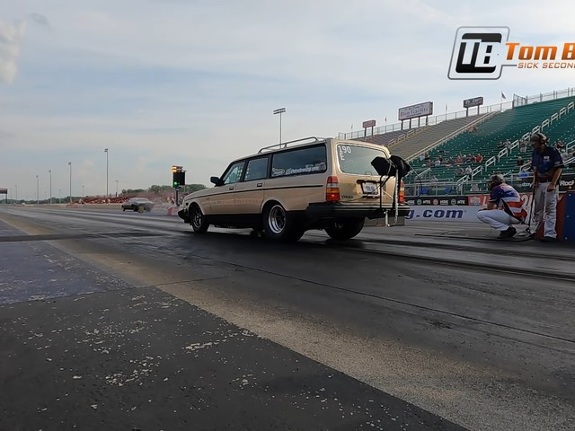 Old Volvo 200-Series Wagon Dukes It Out With Vintage Muscle for 7s Sleeper Glory