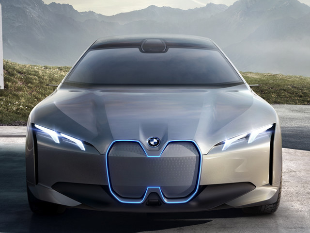 Dealers get BMW i4 preview, excited for the new model