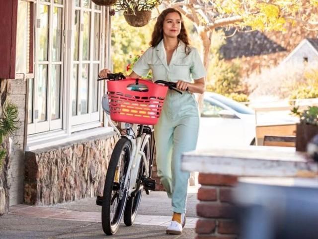 Ocean Plastic Bike Baskets - The Plasket by Electra Bicycle Company Repurposes Ocean Plastic (TrendHunter.com)