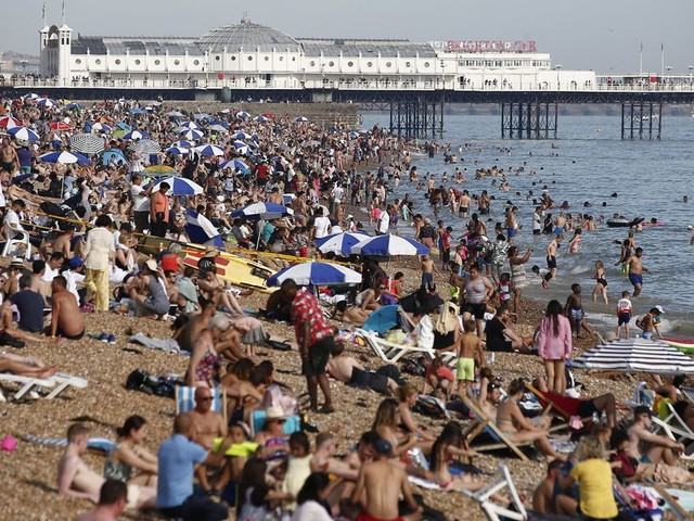 UK weather forecast: Monday set to be best of the bank holiday with 33C high