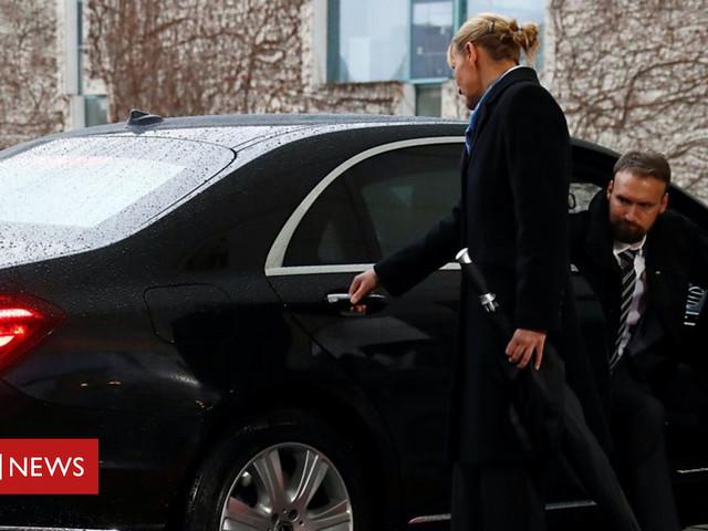 Brexit: Theresa May gets stuck in car ahead of Angela Merkel meeting