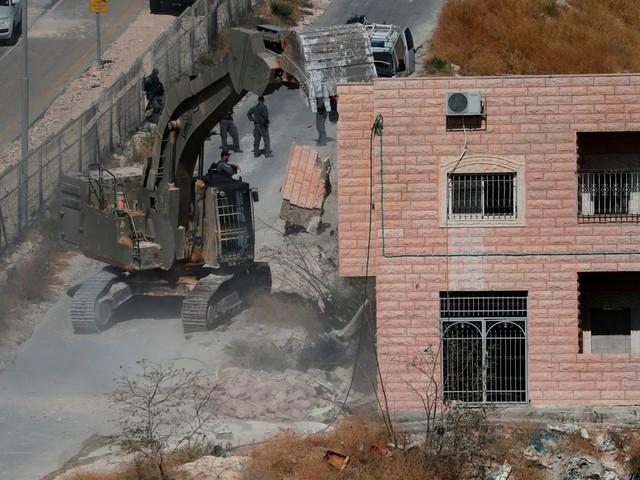 Israelis begin demolishing dozens of homes in east Jerusalem