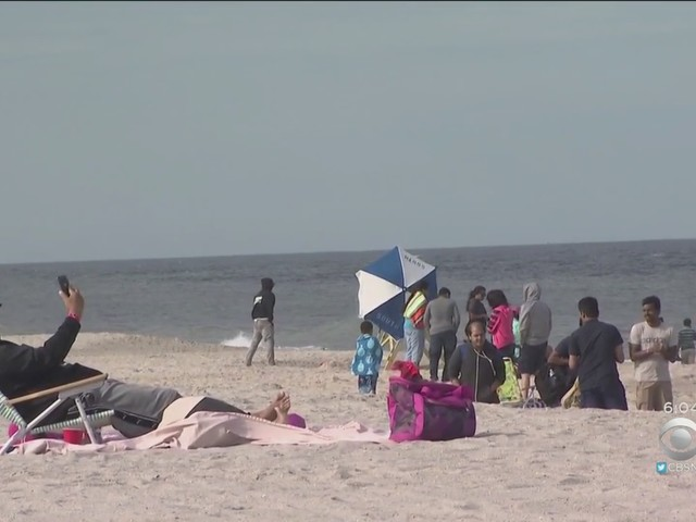 Beaches Packed As Memorial Day Weekend Kicks Off Across Tri-State Area