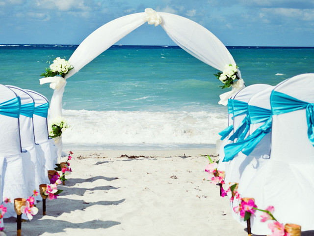 Home Or Away: Is A Destination Wedding For You?
