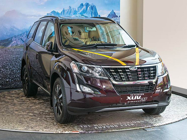 Upto Rs 2.63 lakh off on Mahindra XUV500 this month