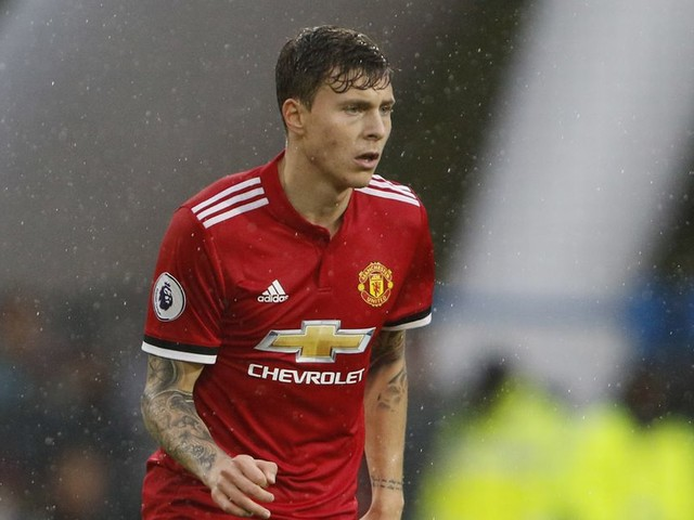 Victor Lindelof showed why Jose Mourinho doesn't trust him during Manchester United's Huddersfield implosion