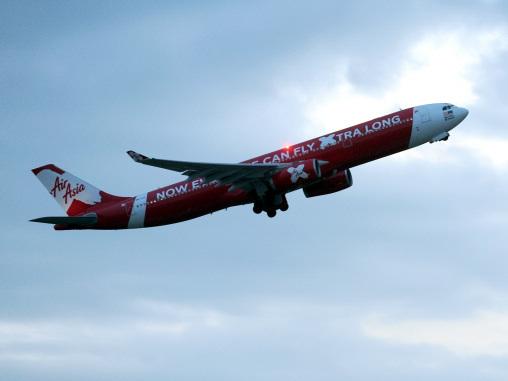 Tony Fernandes praises pilots and crew of AirAsia X flight