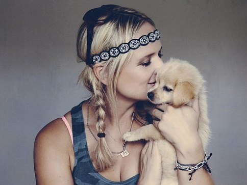 Petmate And MuttNation Fueled By Miranda Lambert Team Up To 'Save A Mutt' This Holiday Season