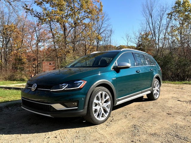 2018 Volkswagen Golf Family First Drive – Stick With What VW Does Best