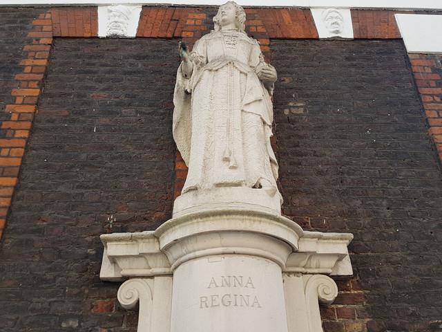 London Public Art: Queen Anne in Queen Anne's Gate