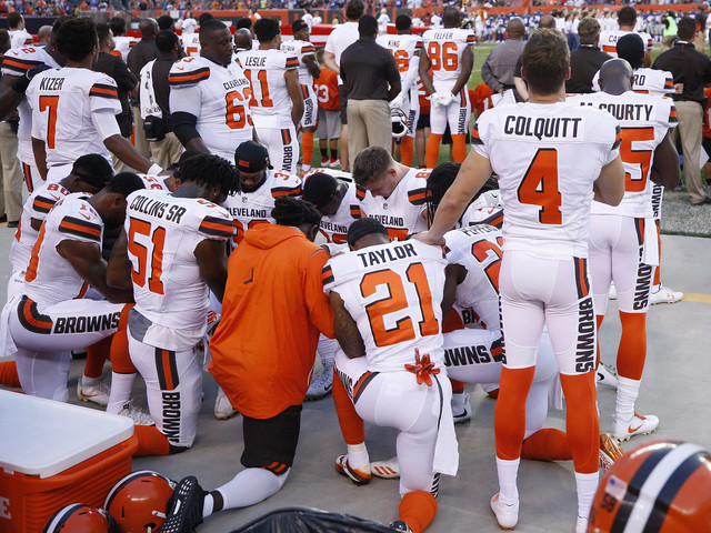12 Cleveland Browns Players Kneel In Prayer During National Anthem